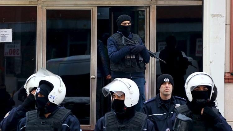 تركيا.. اشتباك بين الشرطة ومتظاهرين مؤيدين للأكراد في اسطنبول (فيديو)