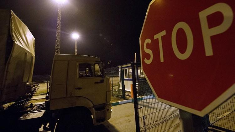 أوكرانيا تحظر دخول الشاحنات الروسية إلى أراضيها (فيديو)