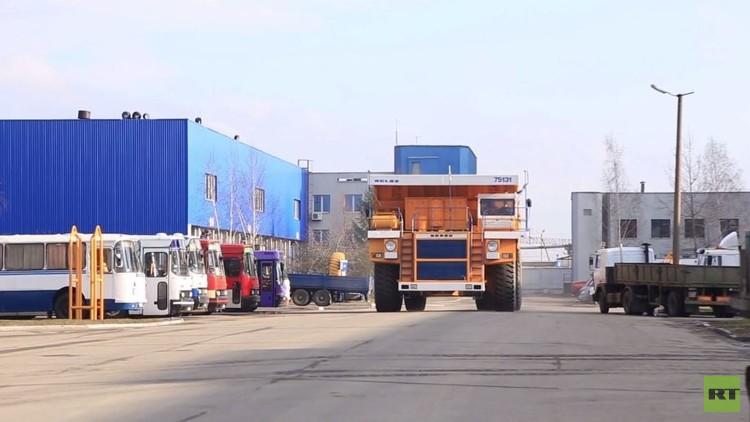 بالفيديو.. شاحنات عملاقة في بيلاروس للعشاق