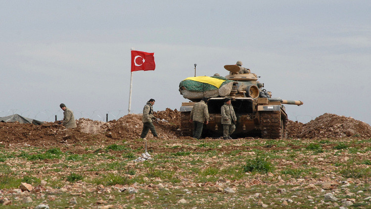 وزير الخارجية التركي لرويترز: لم يتخذ قرار بشأن عملية برية في سوريا