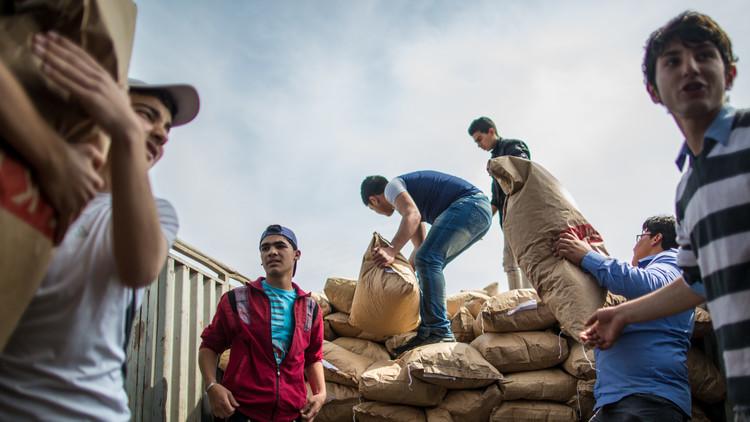 روسيا توزع مساعدات إنسانية على تركمان اللاذقية (فيديو)