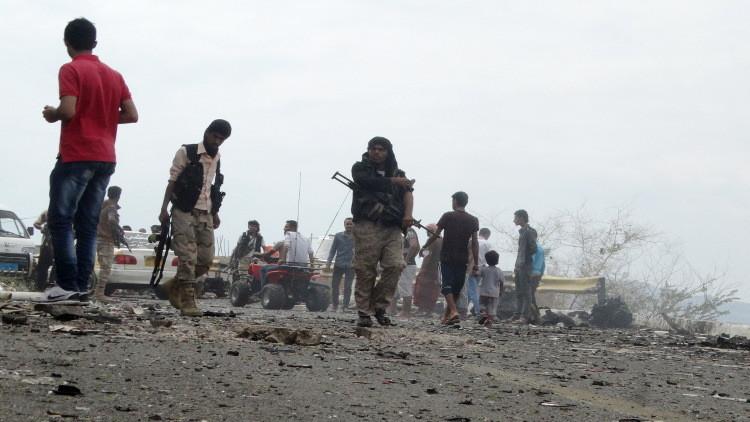 اليمن.. مقتل 14 مجندا بتفجير داخل معسكر قرب عدن تبناه داعش (فيديو)