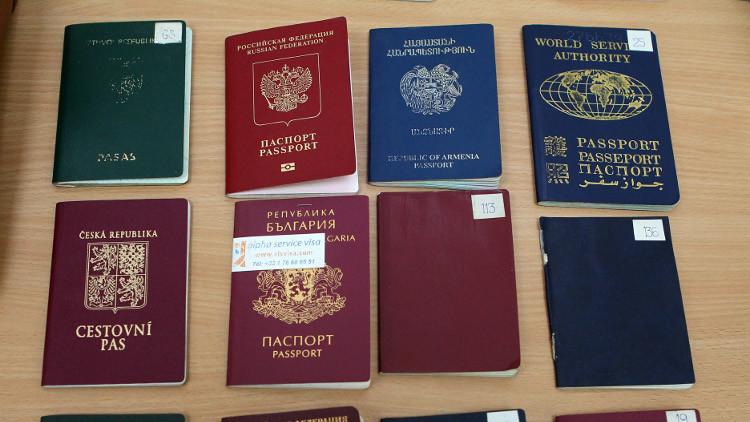 اعتقال 14 شخصا في موسكو يزورون جوازات السفر لعناصر داعش (فيديو)