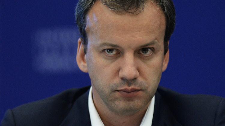 مسؤول روسي: تجميد إنتاج النفط سيكبح هبوط أسعار الخام