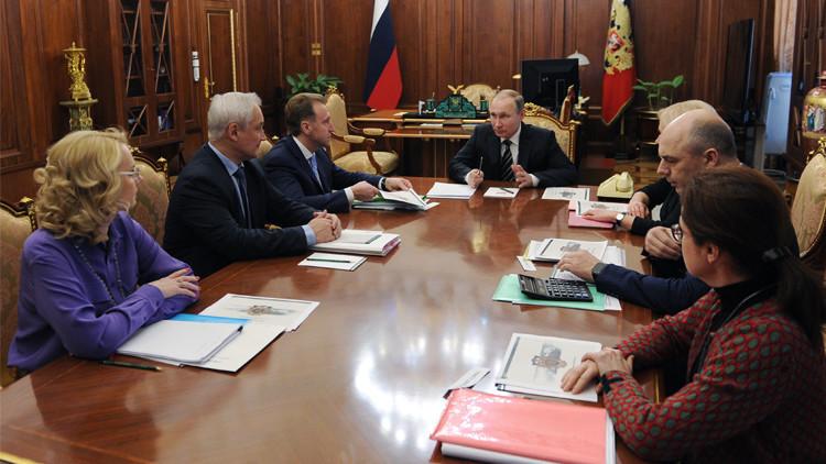 بوتين يبحث مع الحكومة خطة دعم الاقتصاد الروسي في عام 2016