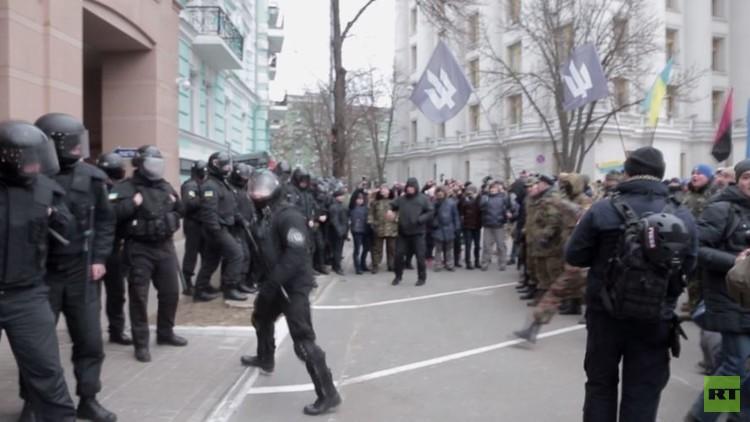 صدامات وسط كييف تهدد بـ