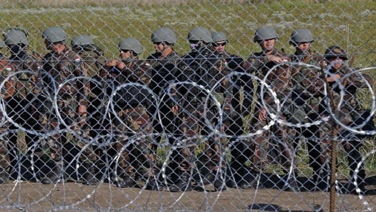 هنغاريا تعتقل مئات المهاجرين بعد اقتحامهم سياجها الحدودي
