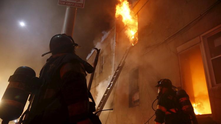 الملل يدفع رجل إطفاء إلى إشعال 30 حريقا عمدا