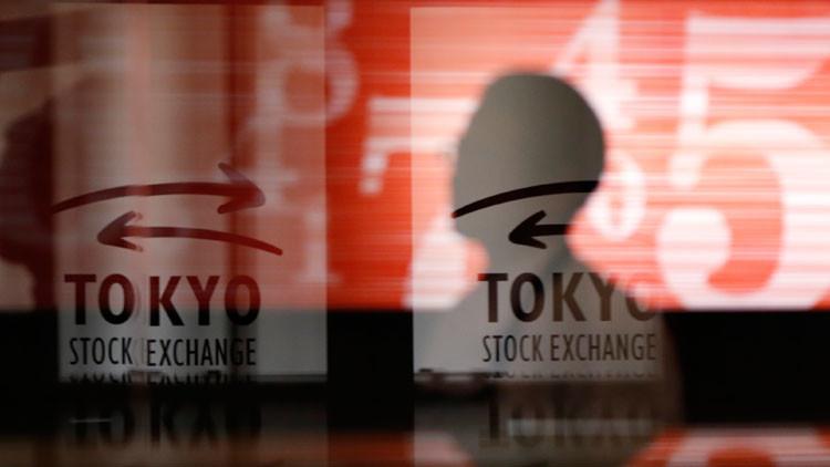 بورصة شنغهاي تنخفض بنحو 6% خلافا للسوق اليابانية