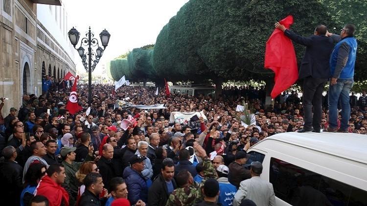 الحكومة التونسية تقاضي عناصر أمن اقتحموا مقرها