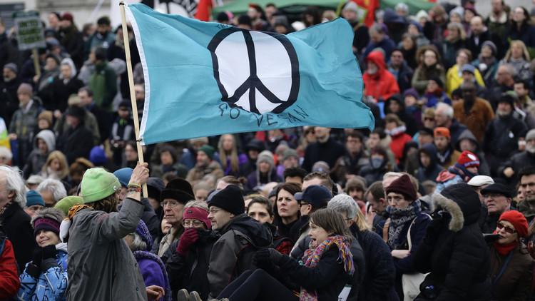 عشرات الآلاف يتظاهرون في لندن احتجاجا على تحديث
