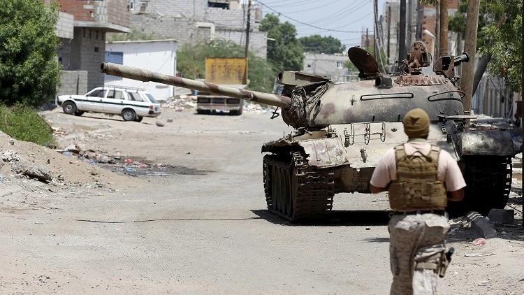 اليمن.. اشتباكات بين المقاومة الشعبية وحرس القصر الرئاسي في عدن (فيديو)