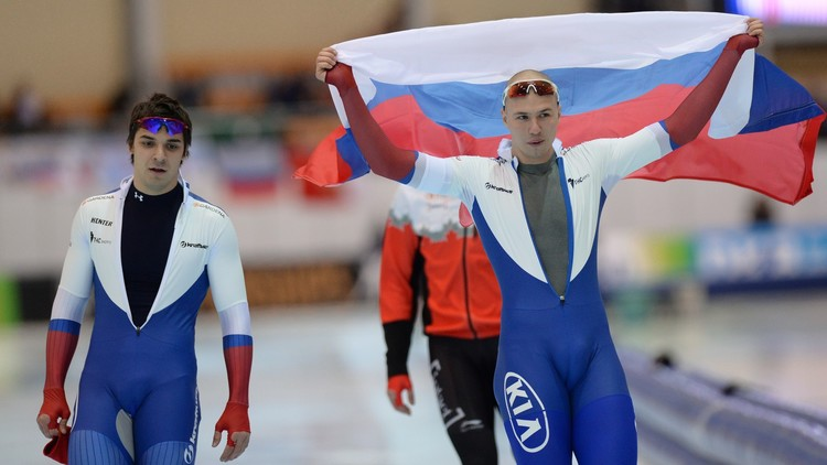 تقليد رياضي روسي بالميدالية الذهبية تحت أنغام النشيد الوطني الأمريكي .. (فيديو)