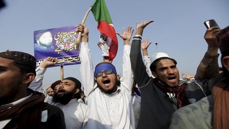 باكستان تعدم رجلا قتل حاكم إقليم البنجاب