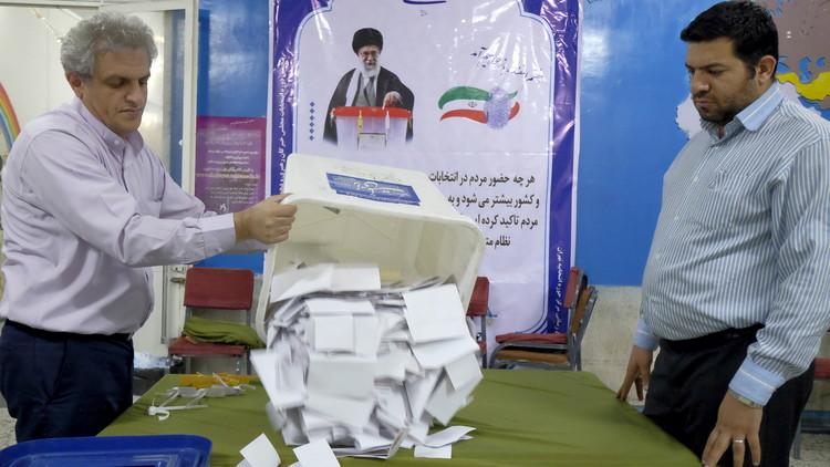 الإصلاحيون يفوزون بأغلبية مقاعد طهران في مجلس الخبراء