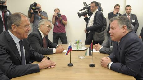 العاهل الأردني الملك عبد الله الثاني ووزير الخارجية الروسي سيرغي لافروف - صورة أرشيفية