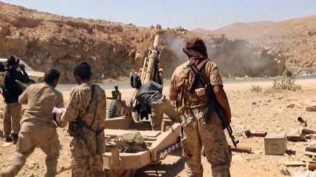 اليمن.. اشتباكات في نهم و غارات على صنعاء