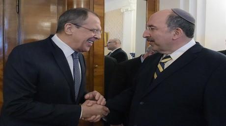 وزير الخارجية الروسي سيرغي لافروف والأمين العام لوزارة الخارجية الإسرائيلية دوري غولد