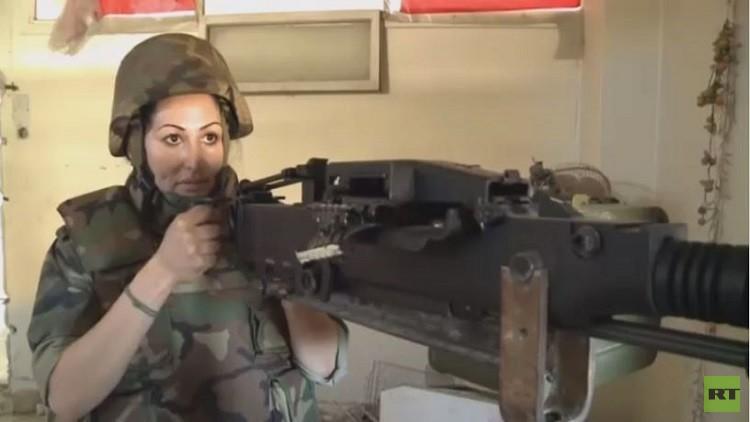 مروضة أسود سورية تشارك في معارك حلب (فيديو)