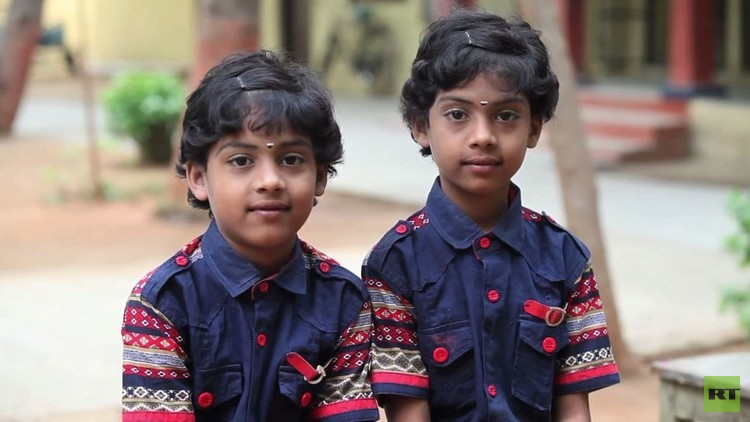 مدرسة هندية تضم 29 توأما (فيديو)