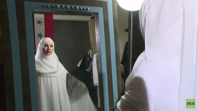 مصممة أزياء روسية مسلمة تحتفل بالهدنة في سوريا بابتكار تصاميم إسلامية جديدة (فيديو)