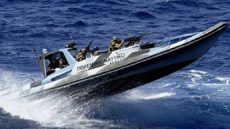 اليونان تحتجز سفينة محملة بالأسلحة كانت راسية بمدينة