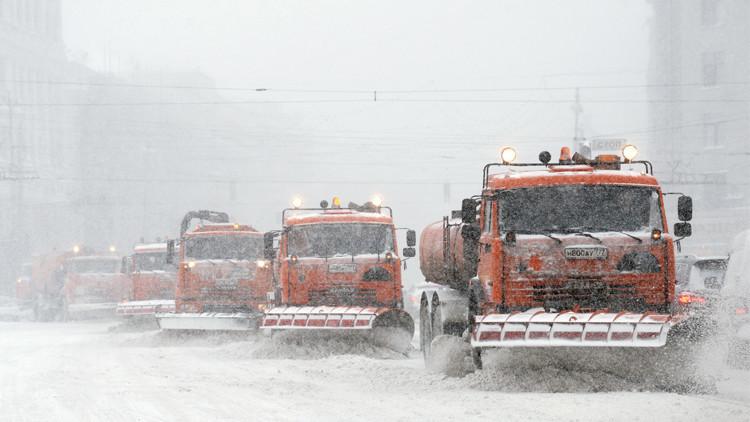 الثلوج تعطل حركة المرور في موسكو في ثاني أيام الربيع (صور)