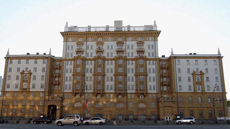 السفارة الأمريكية: تمديد العقوبات ضد روسيا مسألة روتينية