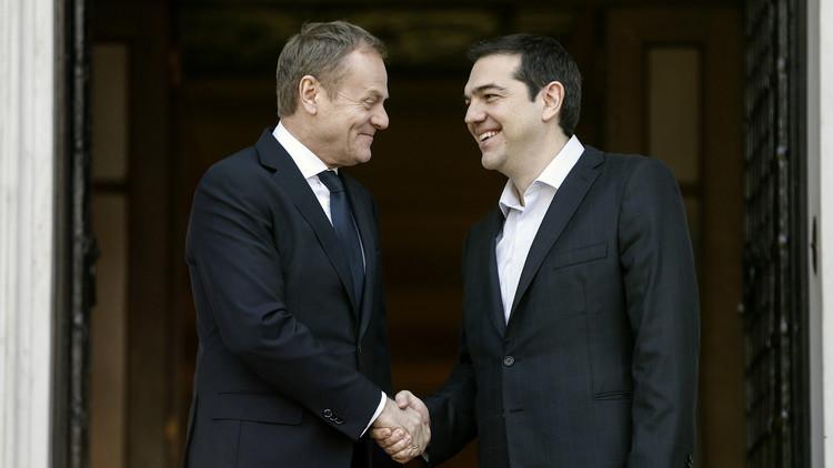 تسيبراس يطالب الدول الأوروبية باستضافة اللاجئين المتواجدين في اليونان