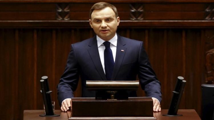 الرئيس البولندي ينجو بأعجوبة من حادث سير (فيديو)