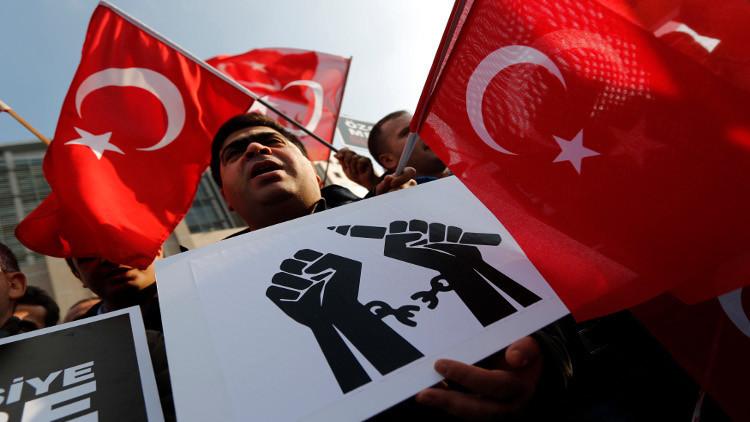 الناتو يوصي تركيا باحترام قيم الديموقراطية