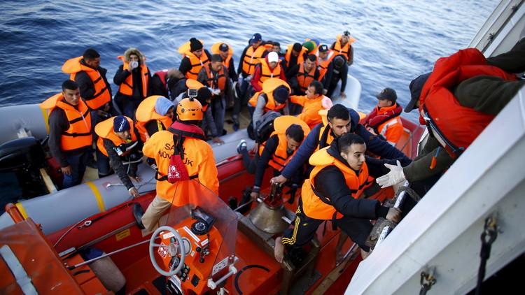 مقتل 25 مهاجرا غرقا بتحطم قاربهم قبالة السواحل التركية (فيديو)