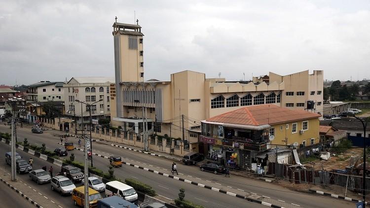 مصرع 30 شخصا بانهيار مبنى قيد الإنشاء في نيجيريا