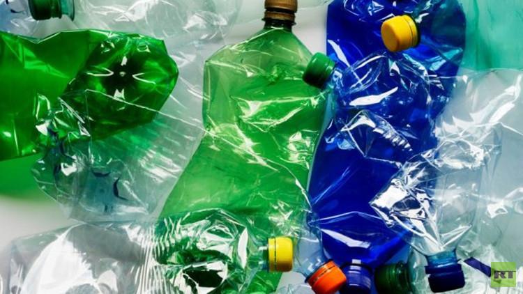 اكتشاف بكتيريا تتغذى على البلاستيك قد تنقذ العالم من أزمة القمامة