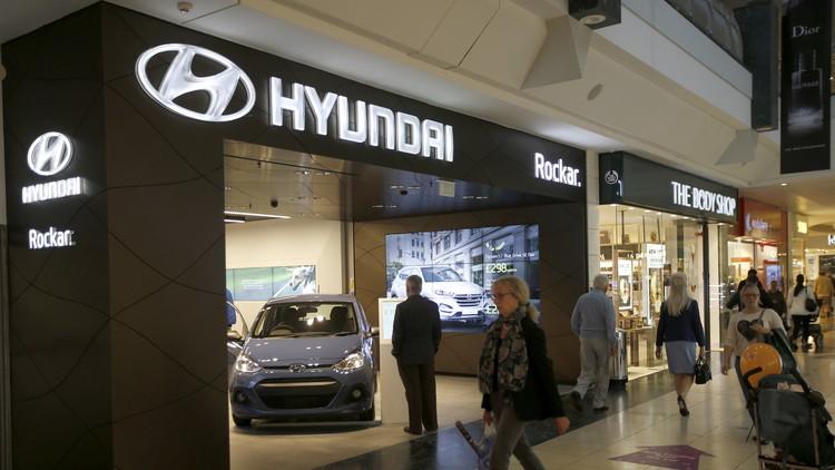 مقر شركة هيونداي في سيول تصدمه سيارة هيونداي