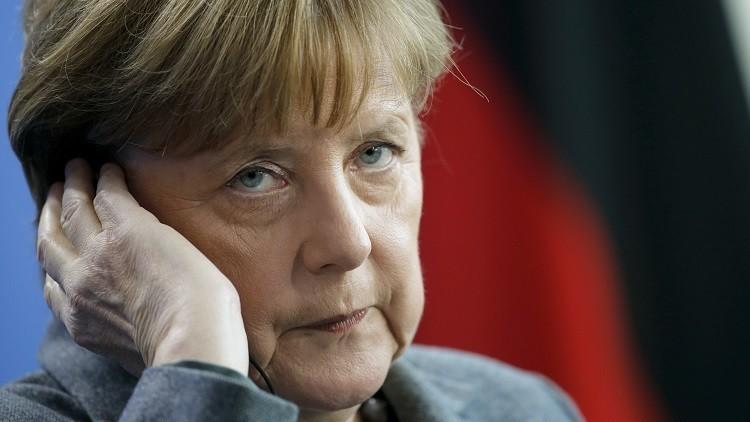 ميركل تعرب عن غضبها من إغلاق طريق البلقان أمام المهاجرين
