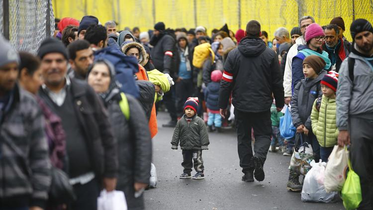النمسا تخطط لبناء حواجز جديدة على حدودها بسبب تدفق اللاجئين