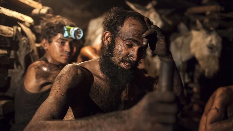 مصرع 7 أشخاص ومحاصرة 45 داخل منجم فحم في باكستان