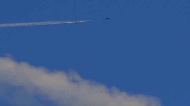 إسقاط طائرة حربية سورية في حماة ومصرع أحد طياريها