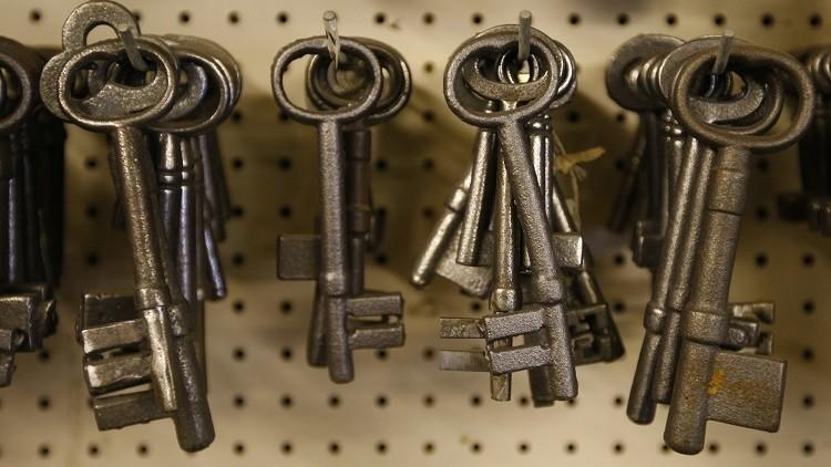 لماذا لا تعود المفاتيح إلى أقفالها؟