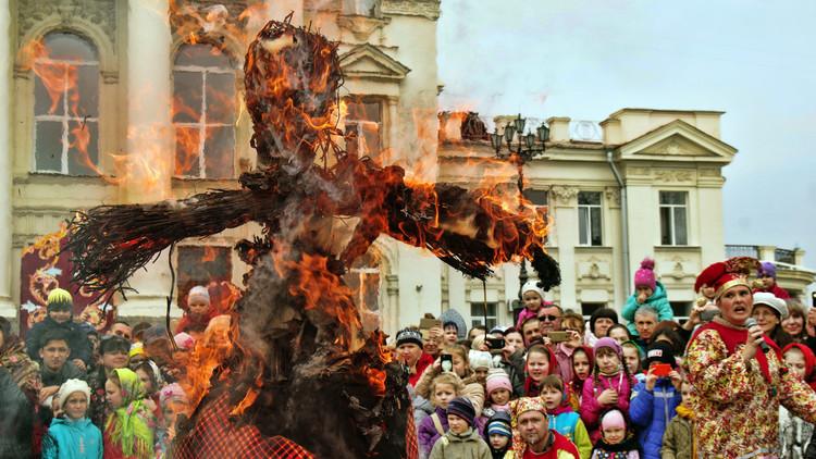 روسيا تحيي عيد المرافع الوثني بنكهة أرثوذوكسية (فيديو)