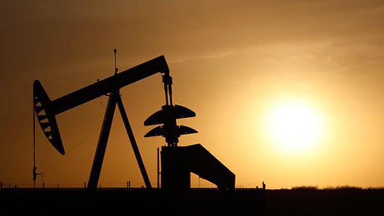 تخمة المعروض تواصل الضغط على أسواق النفط