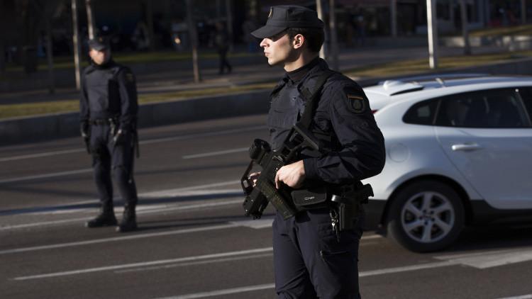 الشرطة الإسبانية تفكك شبكة مخدرات وتحجز حوال 5 أطنان من الحشيش