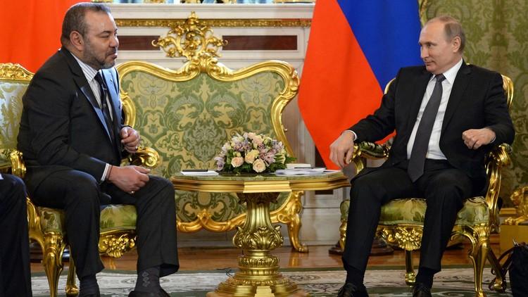 وصول العاهل المغربي الملك محمد السادس إلى موسكو (فيديو)