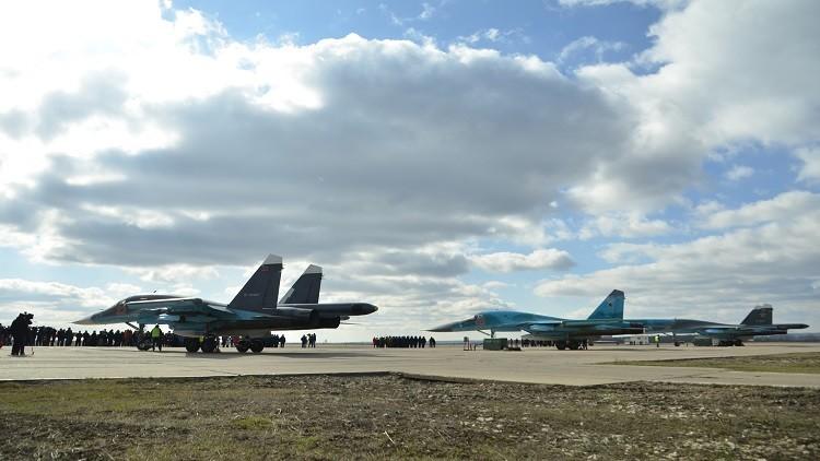 مجموعة أخرى من الطائرات الحربية الروسية تغادر قاعدة حميميم (فيديو)
