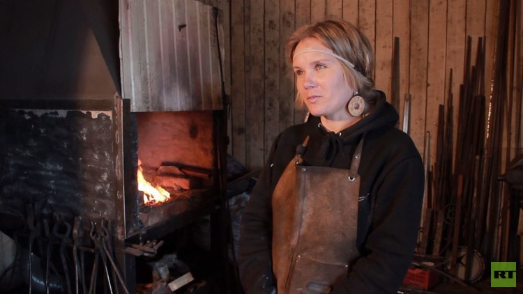 تعرف على الحدّادة السيبرية آنا بيليتسكايا
