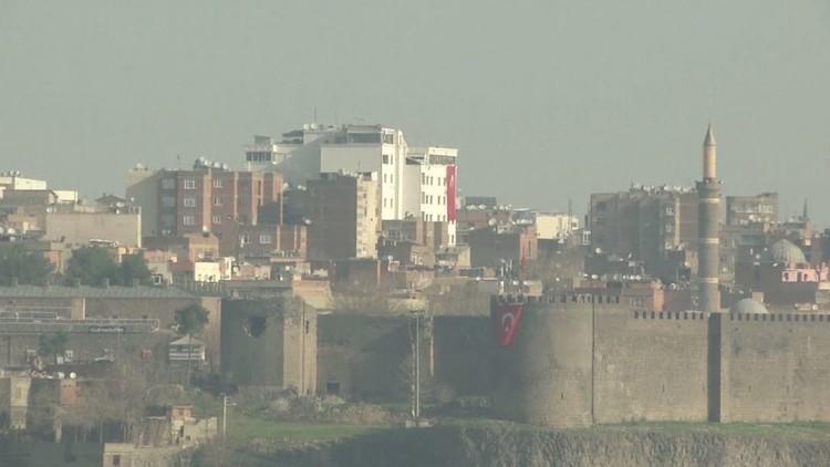 مدن الأكراد في تركيا .. حصار وحرب ووعيد من أردوغان