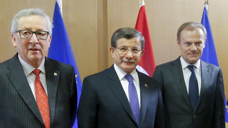 داود أوغلو: تبادل 72 ألف لاجئ يعتبر فقط مرحلة أولى من التعاون بين أنقرة وبروكسل