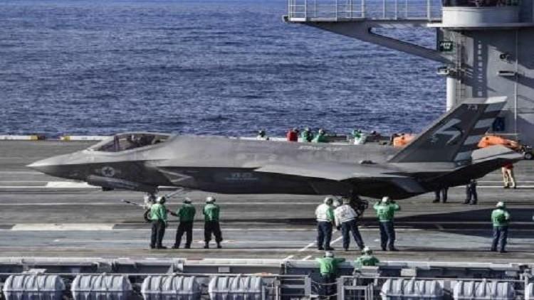 إصابة 8 بحارة على سطح حاملة طائرات أمريكية