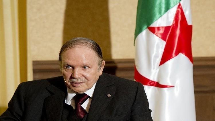 بوتفليقة: أدعو الجزائريين إلى الوحدة واليقظة وسط محيط مشتعل